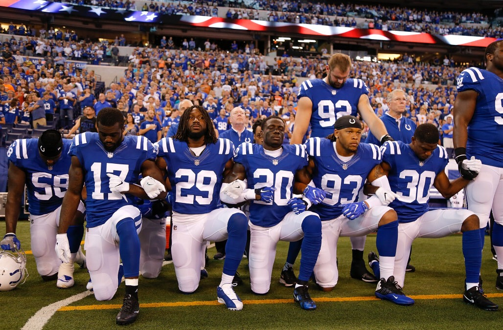INDIANAPOLIS%2C+IN+-+SEPTEMBER+24%3A++Members+of+the+Indianapolis+Colts+stand+and+kneel+for+the+national+anthem+prior+to+the+start+of+the+game+between+the+Indianapolis+Colts+and+the+Cleveland+Browns+at+Lucas+Oil+Stadium+on+September+24%2C+2017+in+Indianapolis%2C+Indiana.++%28Photo+by+Michael+Reaves%2FGetty+Images%29